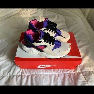 Nike Huarache Run - Size 5.5 Y